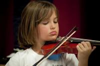 Photo of girl with violin