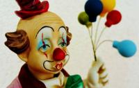 Photo of sad looking clown statue