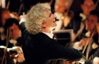 Photo of Simon Rattle conducting
