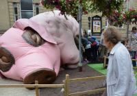 Photo of a pig sculpture