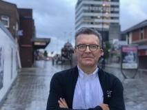Tom Watson standing in a street
