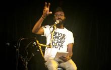 Photo of Inua Ellams peforming