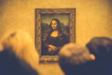 Photo of people looking at Mona Lisa
