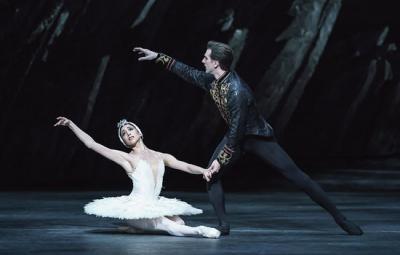 Yasmine Naghdi as Odette and Nehemiah Kish as Prince Siegfried in Swan Lake, The Royal Ballet
