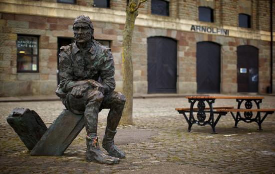 Photo of statute, Arnolfini
