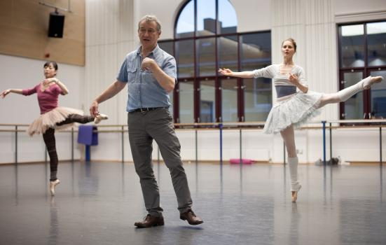 Photo of David Bintley in rehearsal with two dancers