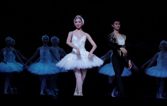 Photo of a ballet production of Swan Lake