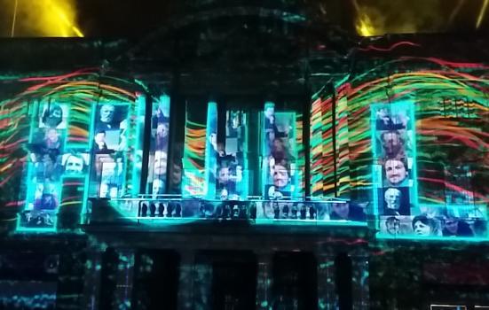Hull City Hall illuminated with the word 'Hull'