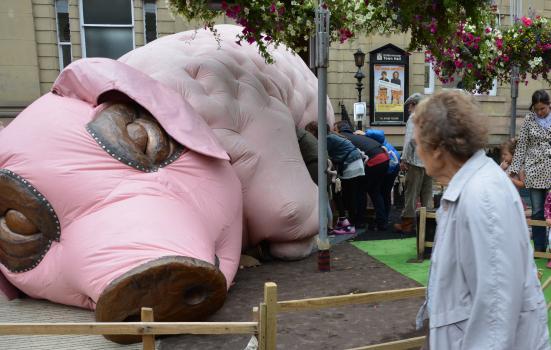 Photo of a pig sculpture