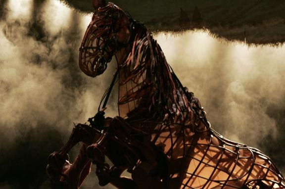 Photo of War Horse puppet on stage